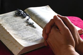 praying-w-bible-ls_red.jpg